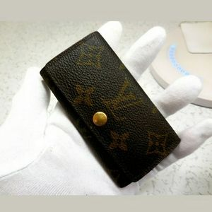 💯 Authentic Louis Vuitton 4 key case